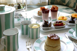 blog250px cwt 2claridges afternoon tea 810x540