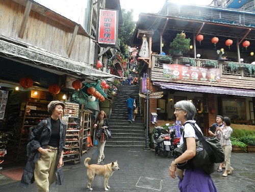 1chiufen street1 taipei canadian woman traveller small